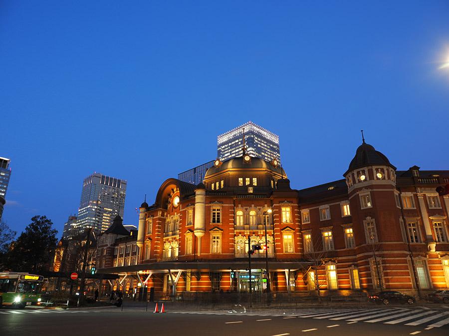 東京駅外夜
